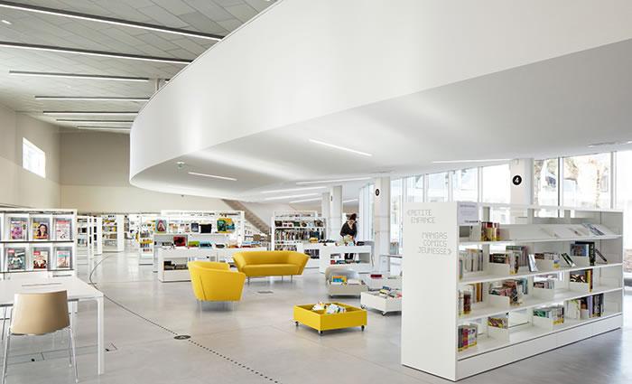 IDM Library - Mediathèque La Source - Fauteuil canapé box rayonnage