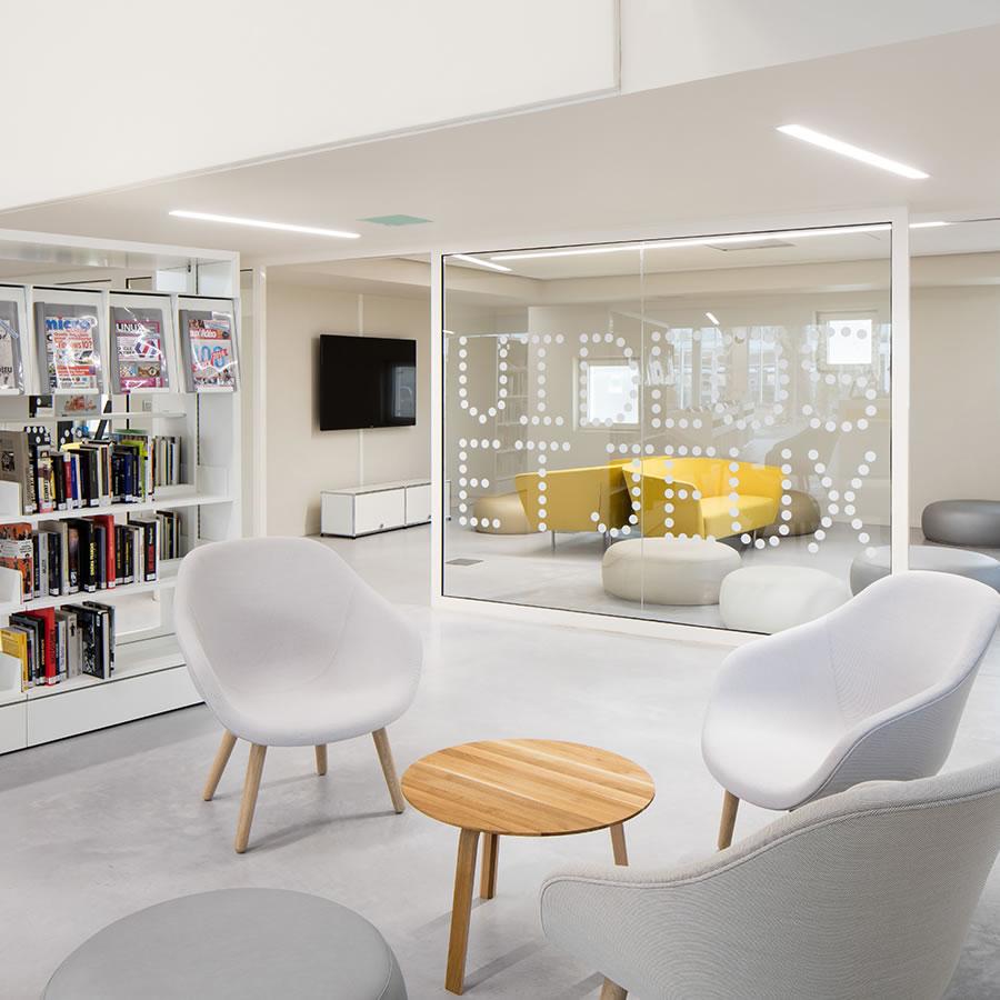 IDM Library - Mediathèque La Source - Table fauteuil