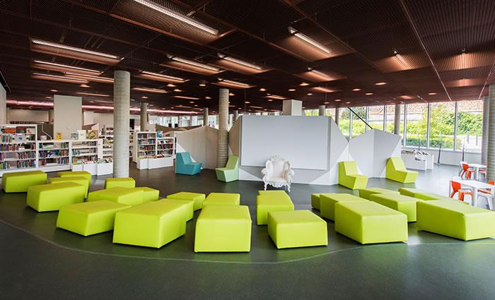IDM Library - Médiathèque Carvin - Espace détente enfant banc