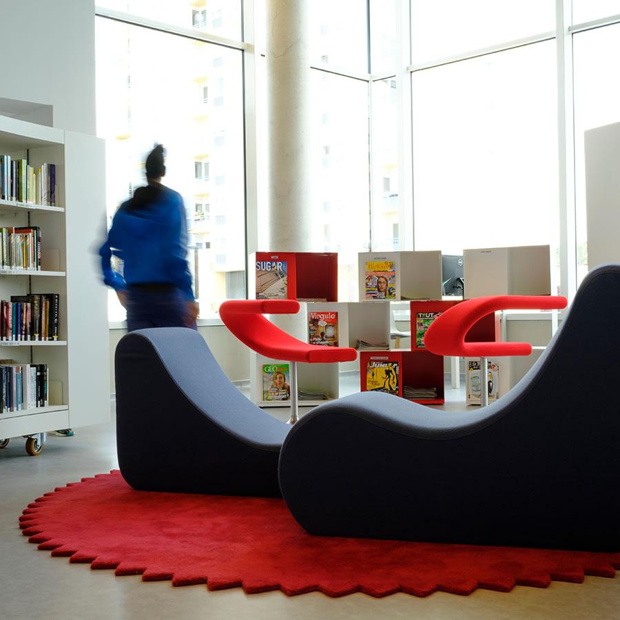 IDM Library - Mediathèque Le mix Mourens - Espace Lecture banquette fauteuil