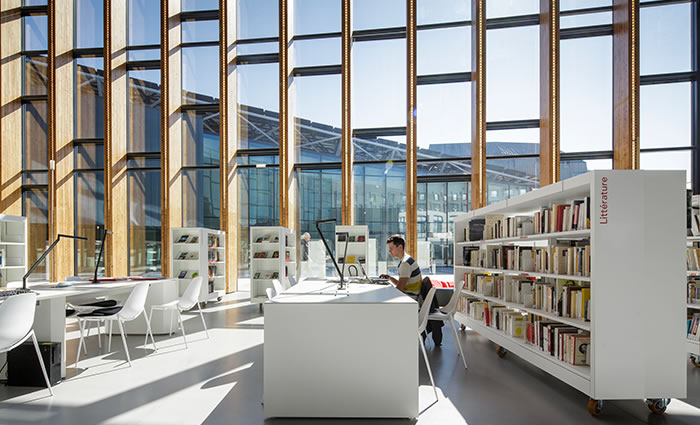 IDM Library - Médiathèque Saint Malo La grande passerelle - Espace travail bureau