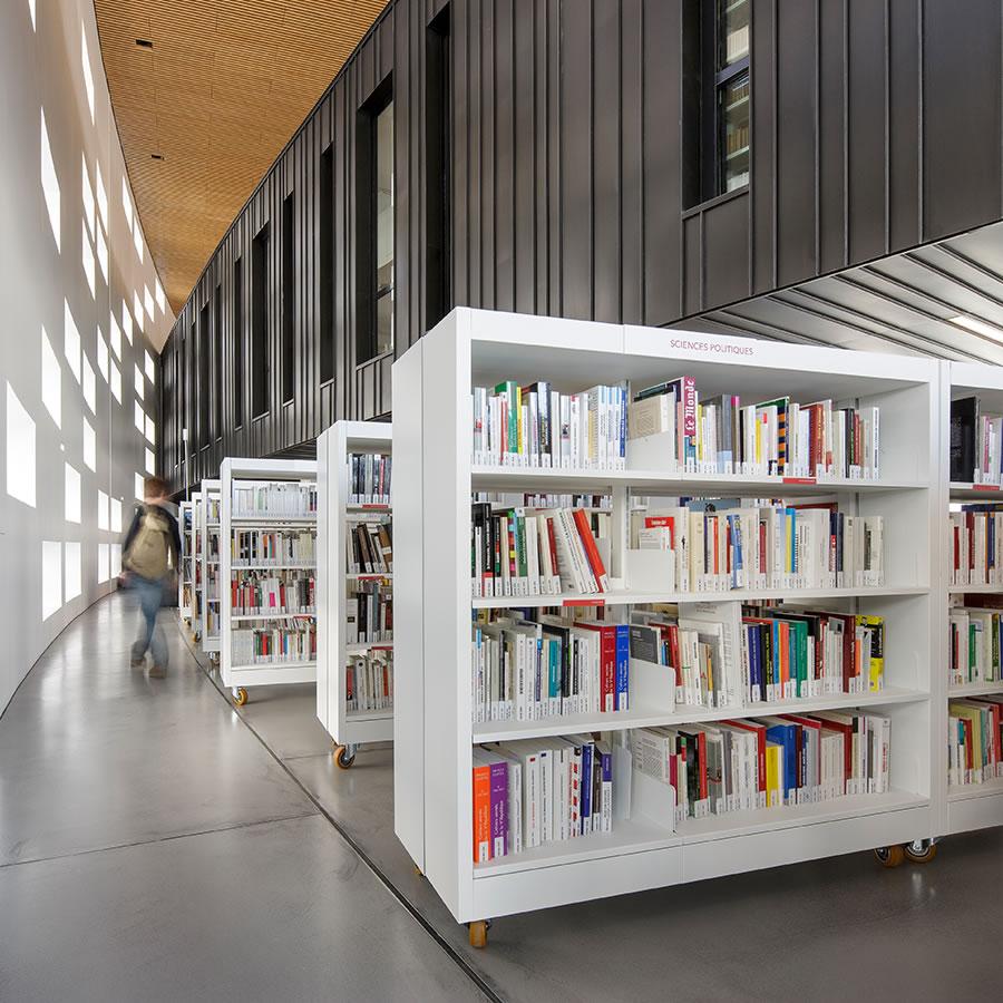 IDM Library - Médiathèque Saint Malo La grande passerelle - Rayonnage rangement livres
