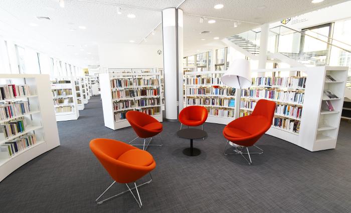 Médiathèque Cambrai fauteuils