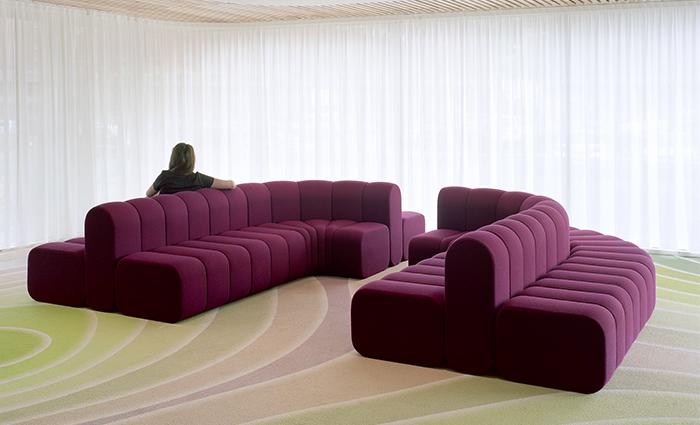 Canapé original intérieur médiathèque